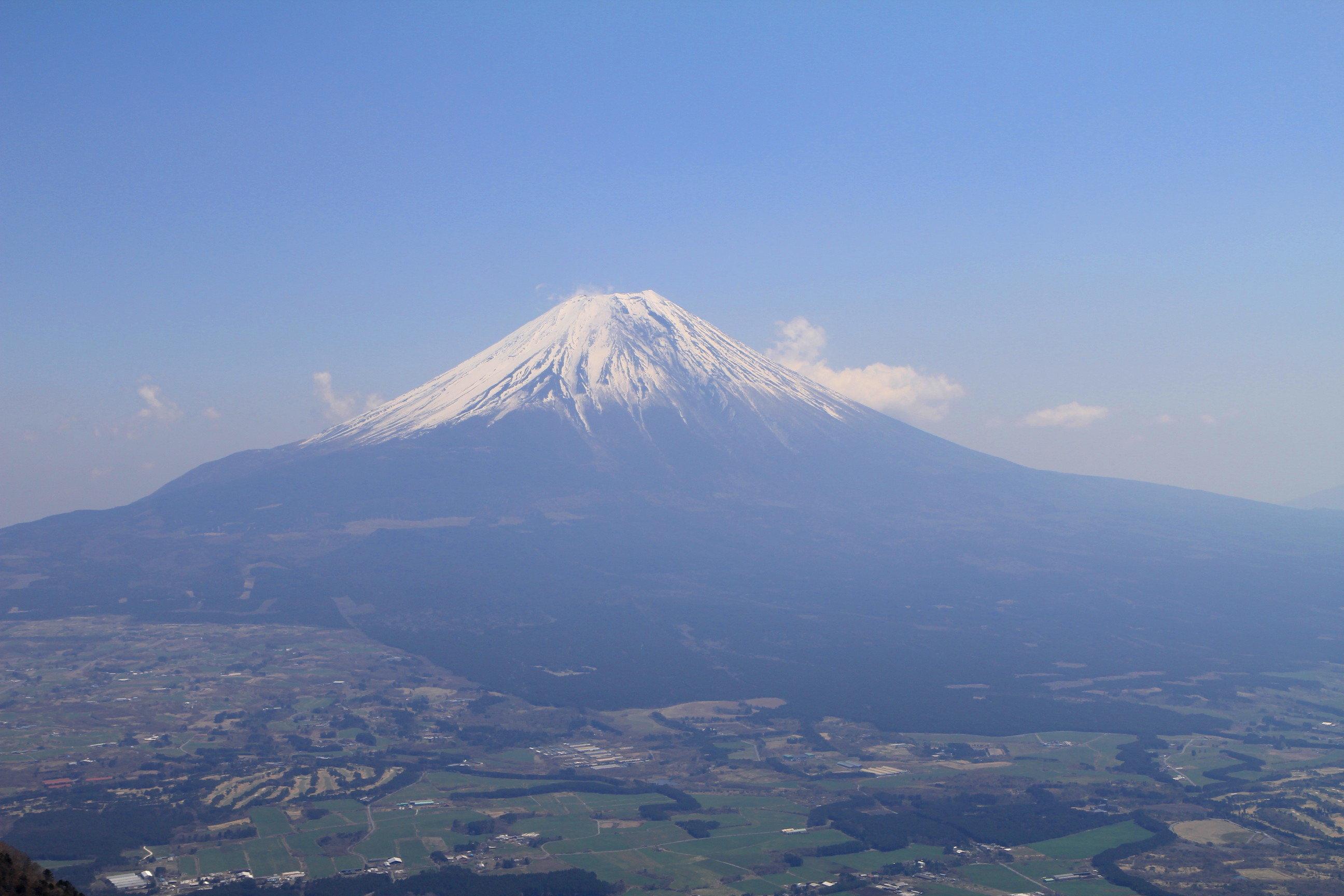 富士山の入山規制の是非を問う!?登山者増で揺れる世界遺産