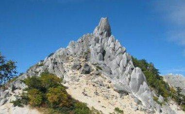山にあるオベリスクとは?