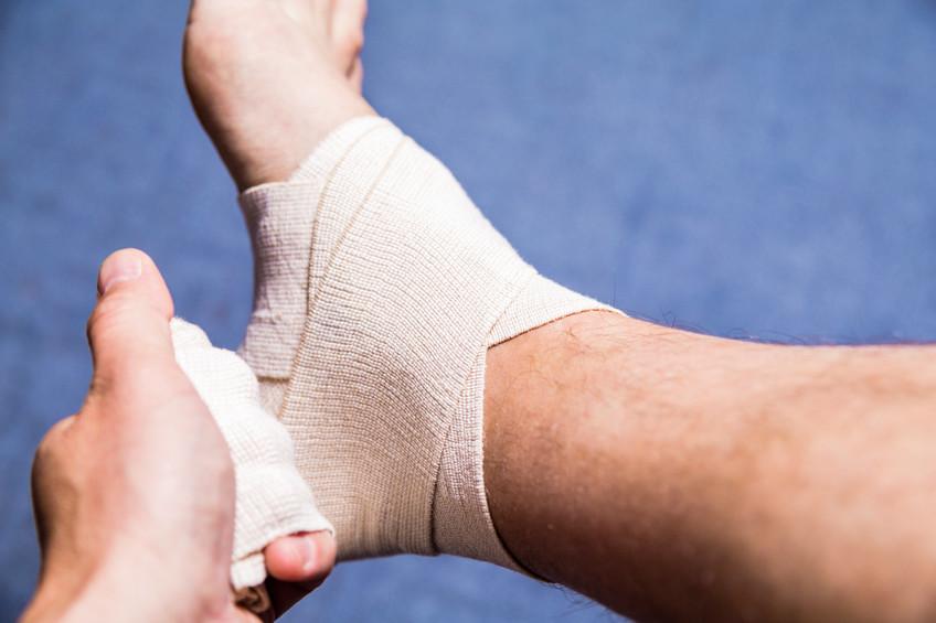 登山中に切り傷を負って出血した場合の応急処置・止血方法