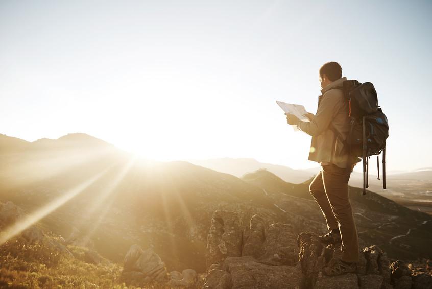 登山用サングラスで山の紫外線から目を守る!目に日焼け止めは塗れません