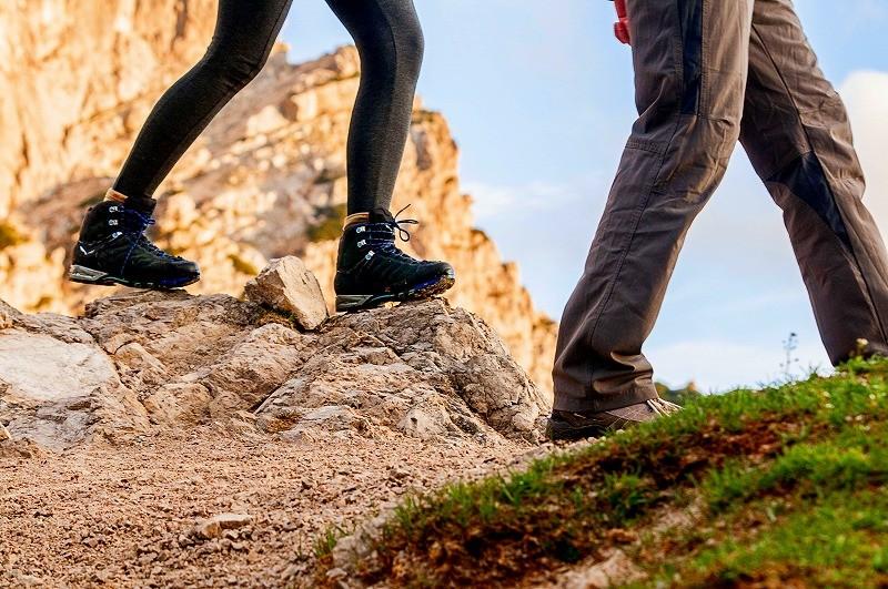 登山用タイツの選び方!タイプが違う2種類の効果・機能の違いを知る